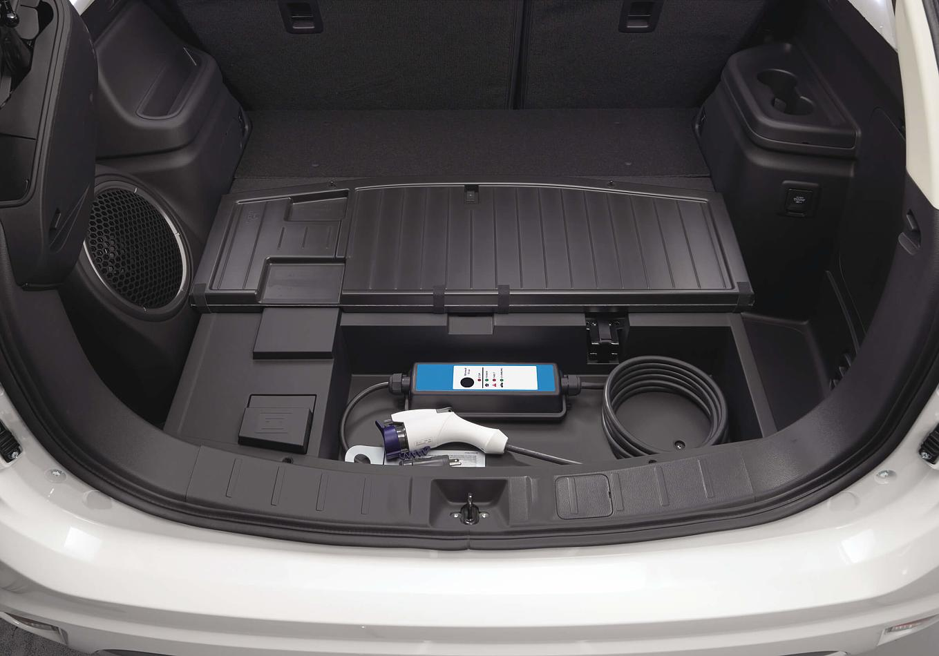 4_EU17PHEV_CABLE_STORAGE_master-rev-1.jpg